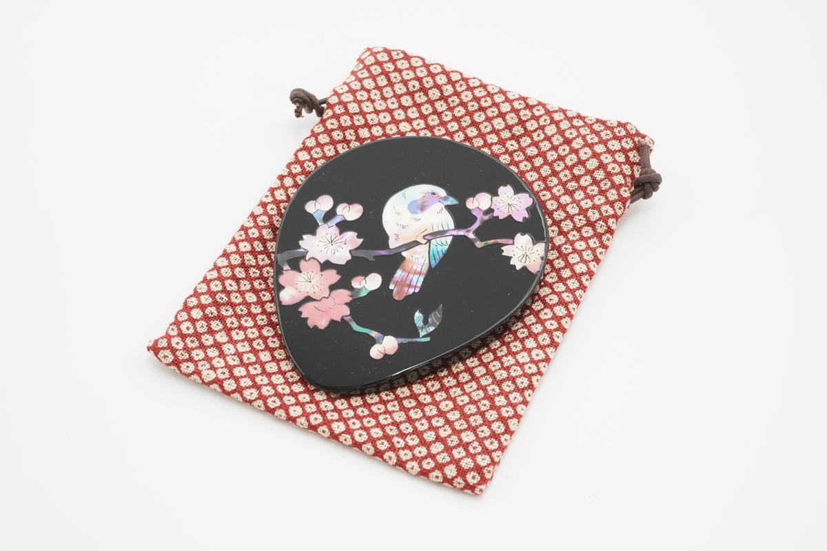 螺鈿の手鏡(桜に樫鳥黒)